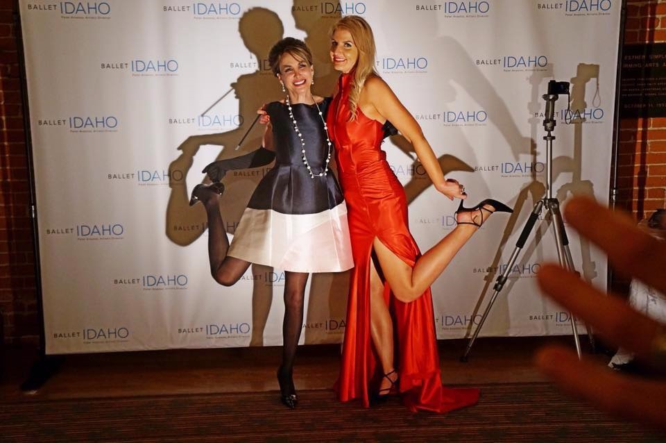 My friend Leticia is such a hoot! She comes up with new poses all the time, like this grab-your-heel pose.